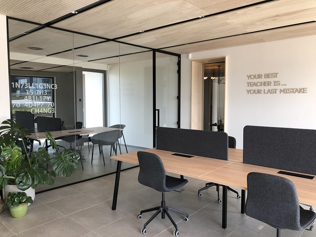 intérieur espace co-working en bois