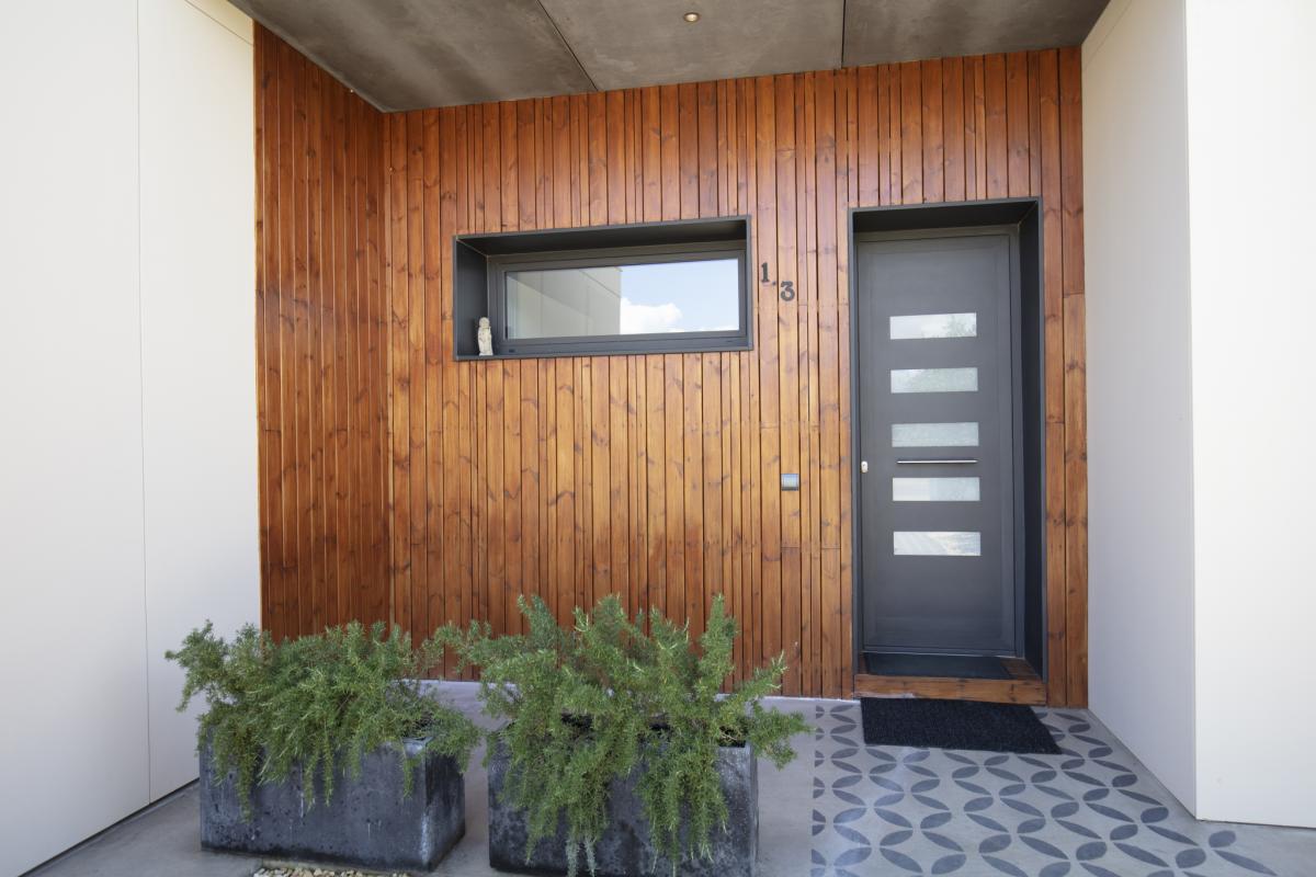 bardage bois sur une maison design de charme en espagne