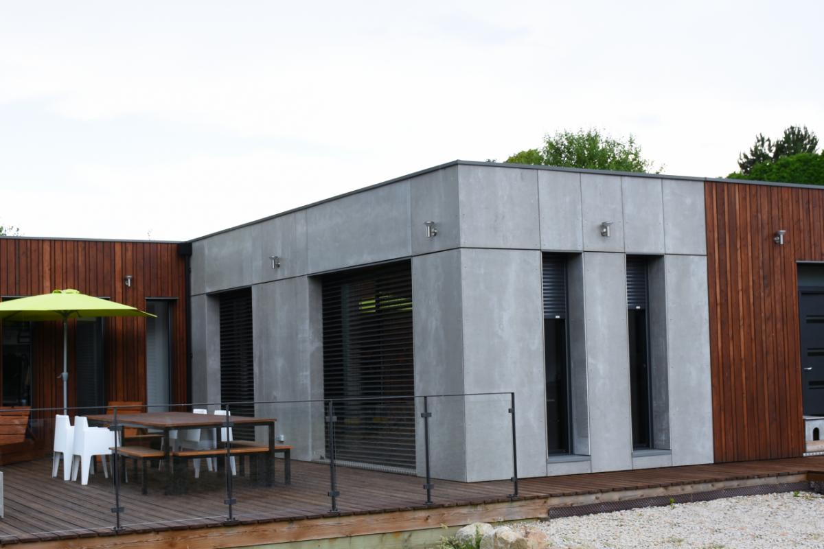terrasse maison design et avant-gardiste saint romain lachalm