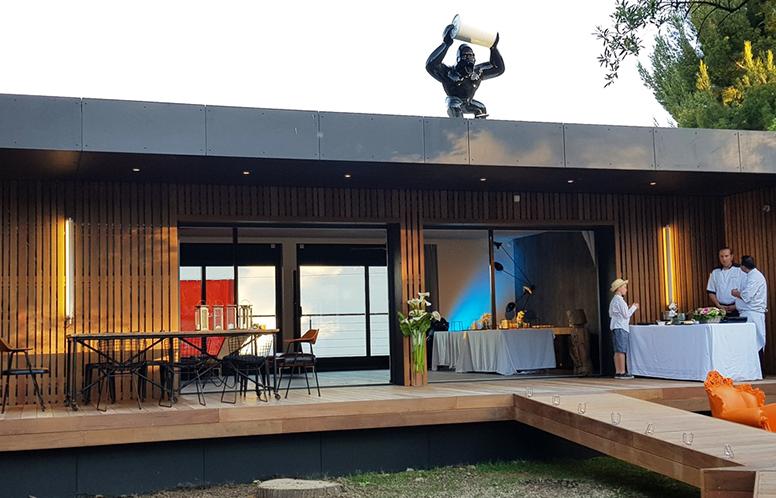maison ossature bois avant-gardiste popup house st cyr exterieur
