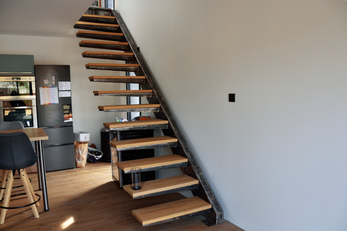 wooden stairs in a design house in Occitanieescalier dans une maison moderne en occitanie