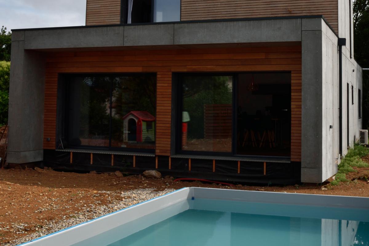 piscine d'une maison moderne en occitanie