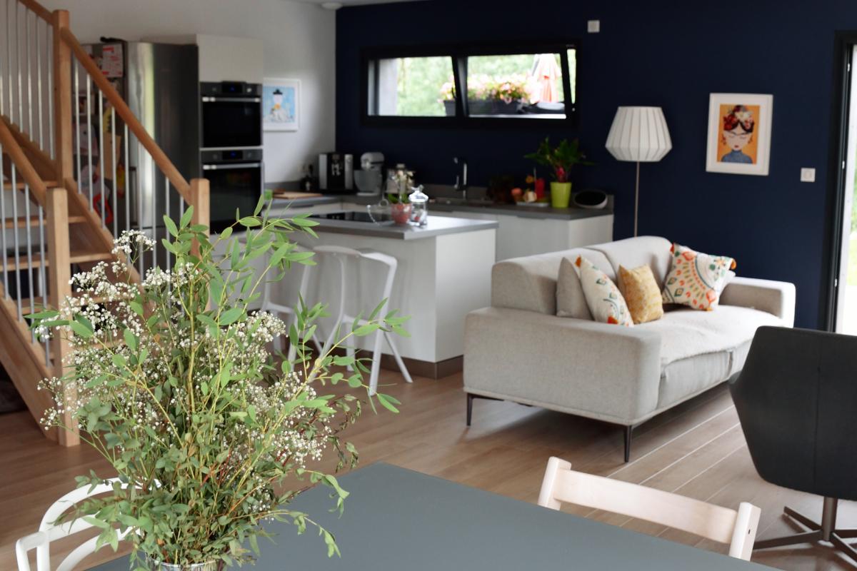 livingroom in cubic wooden house in Hérault