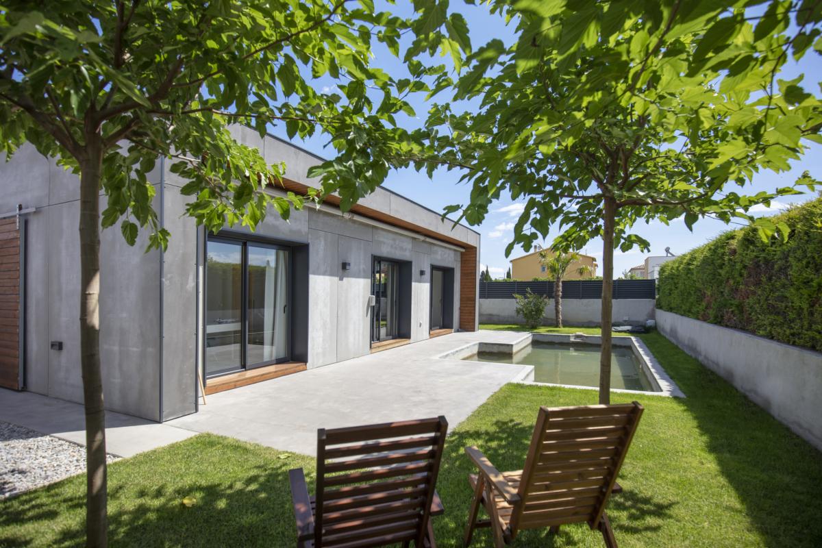 jardin maison passive moderne en bois costa brava