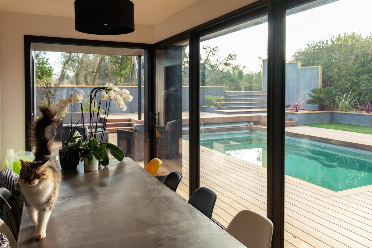 Salle à manger avec vue sur terrasse